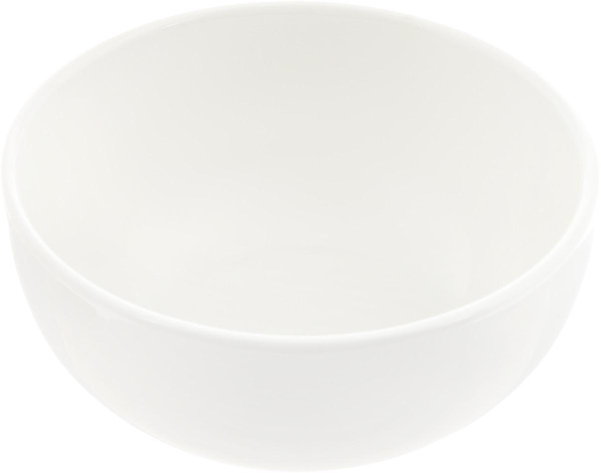 Салатник Ariane Прайм, 310 млAPRARN22012Салатник Ariane Прайм, изготовленный из высококачественного фарфора с глазурованным покрытием, прекрасно подойдет для подачи различных блюд: закусок, салатов или фруктов. Такой салатник украсит ваш праздничный или обеденный стол. Можно мыть в посудомоечной машине и использовать в микроволновой печи. Диаметр салатника (по верхнему краю): 11,5 см. Высота стенки: 5,5 см. Объем салатника: 310 мл.