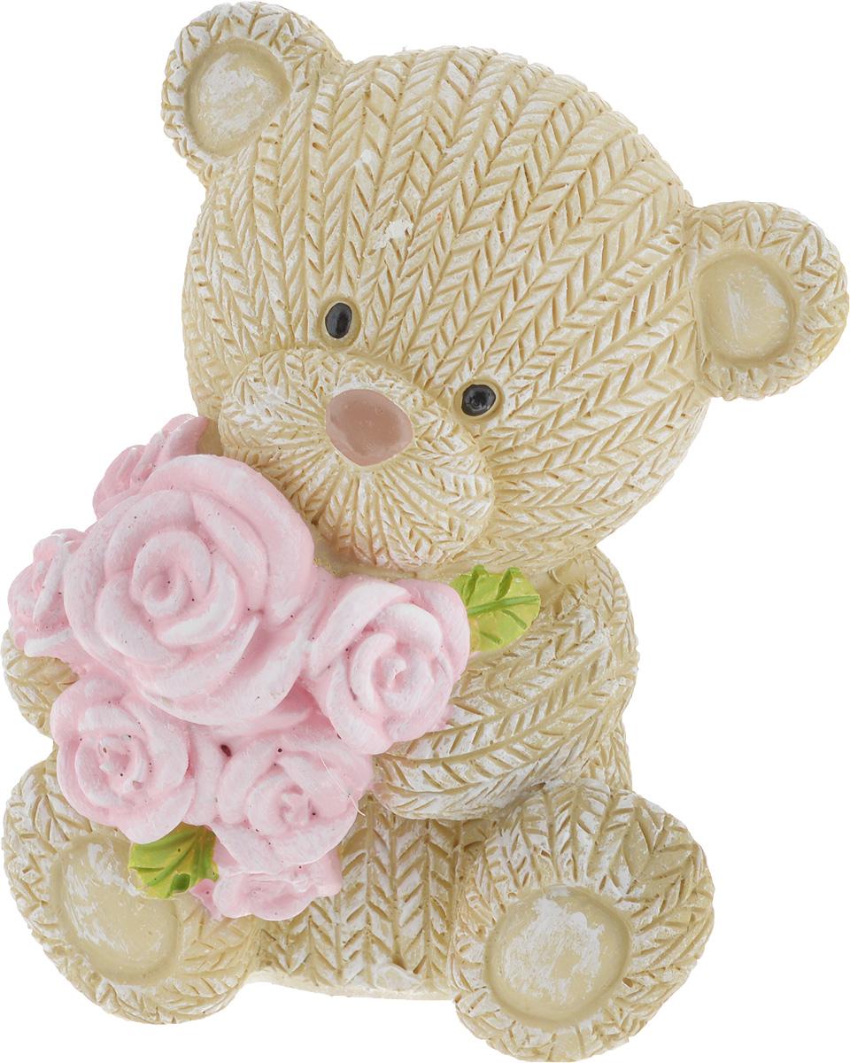 Фигурка декоративная Magic Home Мишка с розами, 7,5 х 6,5 х 9,1 см44414Декоративная фигурка Мишка с розами выполнена из полирезина. Такая фигурка прекрасно дополнит любой интерьер и станет хорошим подарком.