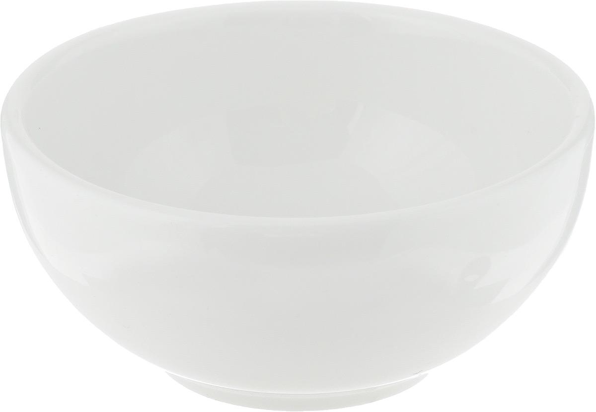 Салатник Ariane Прайм, 120 млAPRARN22009Салатник Ariane Прайм, изготовленный из высококачественного фарфора с глазурованным покрытием, прекрасно подойдет для подачи различных блюд: закусок, салатов или фруктов. Такой салатник украсит ваш праздничный или обеденный стол. Можно мыть в посудомоечной машине и использовать в микроволновой печи. Диаметр салатника (по верхнему краю): 9 см. Высота: 4,5 см. Объем салатника: 120 мл.