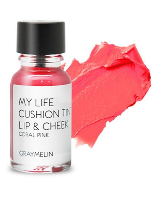 Graymelin, Тинт для губ и щек (coral pink), Cushion Tint Lip & Cheek8809435713125Легкий тинт для губ и скул с консистенцией эссенции от Graymelin, сохраняет цвет и сочность губ в течение длительного времени, придает румянец и здоровый цвет коже лица, активно увлажняет, питает и впитывается без растекания. Это декоративное и ухаживающее средство не оставляет на губах дискомфорта и жирного блеска, после нанесения не смазывается.