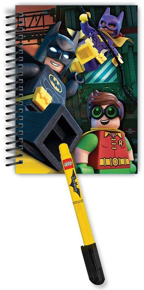 LEGO Batman Movie Блокнот на спирали 100 листов в линейку и гелевая ручка 5174251742Набор состоит из блокнота на спирали (100 листов, линейка) и гелевой ручки. Блокнот можно использовать в качестве ежедневника, книги для написания сочинений или важных событий.