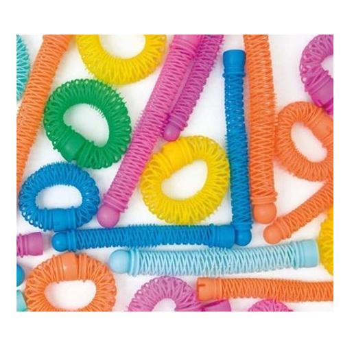 Shot Curly Quick - Роллеры 10 мм, 12 штSHPROBG140BРоллеры Curly Quick для химической завивки-изготовлены из легкого и прочного пластика, стойкого к химическим составам. Благодаря сетчатой структуре легко моются и быстро сохнут. По центру роллеров находятся шипы, которые фиксируют концы пряди, делая локон более аккуратным и четким. Не оставляют заломов на волосах из-за удобного крепления загибом концов с оригинальной и удобной застежкой. Очень удобны для завивки прядей любой длины. Доступны в двух вариантах: - диаметром 10 мм и 20 мм. Тонкие роллеры дают более мелкие и упругие волны. Роллеры большего диаметра используются для создания объемных причесок, т.к. хорошо приподнимают волосы у корней и создают мягкие волны. Роллеры Curly Quick - легкое и удобное использование и предсказуемый результат!