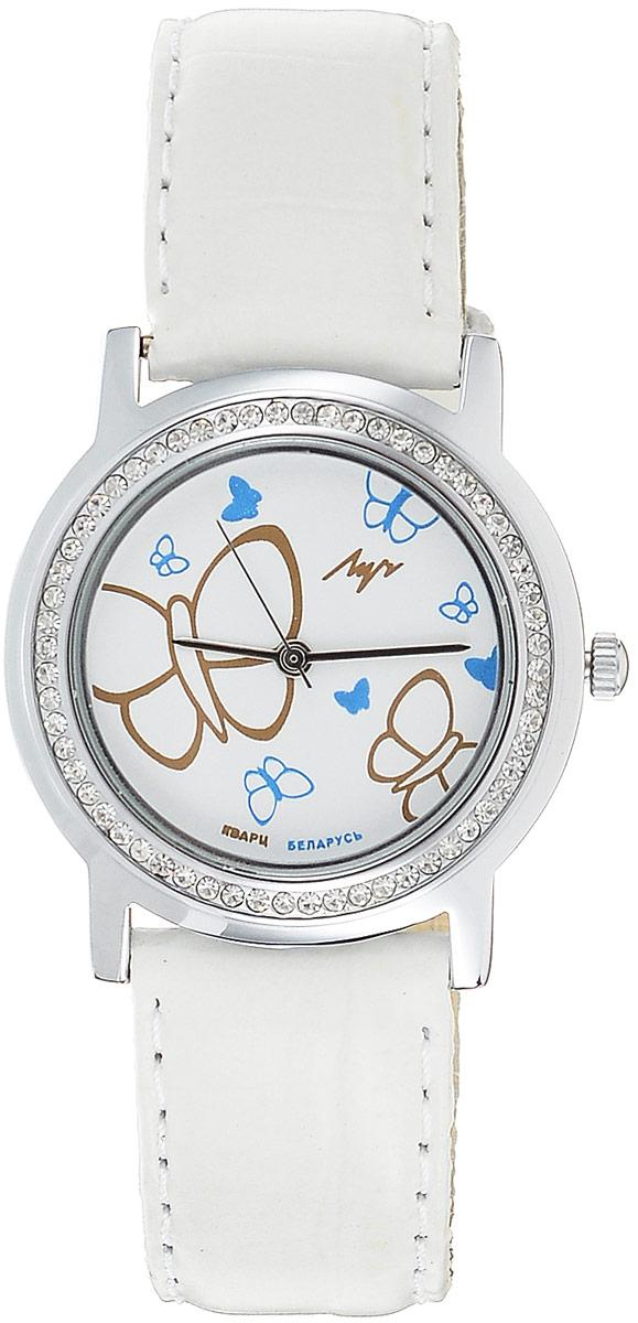 Наручные часы для девочки Луч, цвет: белый, серебристый. 7438185374381853Кварцевые часы для девочки Луч с японским механизмом Miyota и центральной секундной стрелкой. Выдерживают воздействие многократных ударов с ускорением 150м/с при длительности ударов от 2 до 15 м/с. Имеют круглый металлический корпус с плоским силикатным устойчивым к царапинам стеклом, украшенный стразами по периметру. Покрытие: хром. На циферблате изображены бабочки. Часы выполнены с ремешком из натуральной кожи. Продолжительность непрерывной работы 12 месяцев. Сменная батарея.