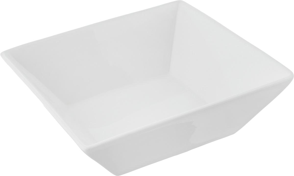 Салатник Ariane Джульет, 1,2 лAJSARN22207Салатник Ariane Джульет, изготовленный из высококачественного фарфора с глазурованным покрытием, прекрасно подойдет для подачи различных блюд: закусок, салатов или фруктов. Такой салатник украсит ваш праздничный или обеденный стол. Можно мыть в посудомоечной машине и использовать в микроволновой печи. Размер салатника (по верхнему краю): 20 х 20 см. Высота стенки: 6,5 см. Объем салатника: 1,2 л.
