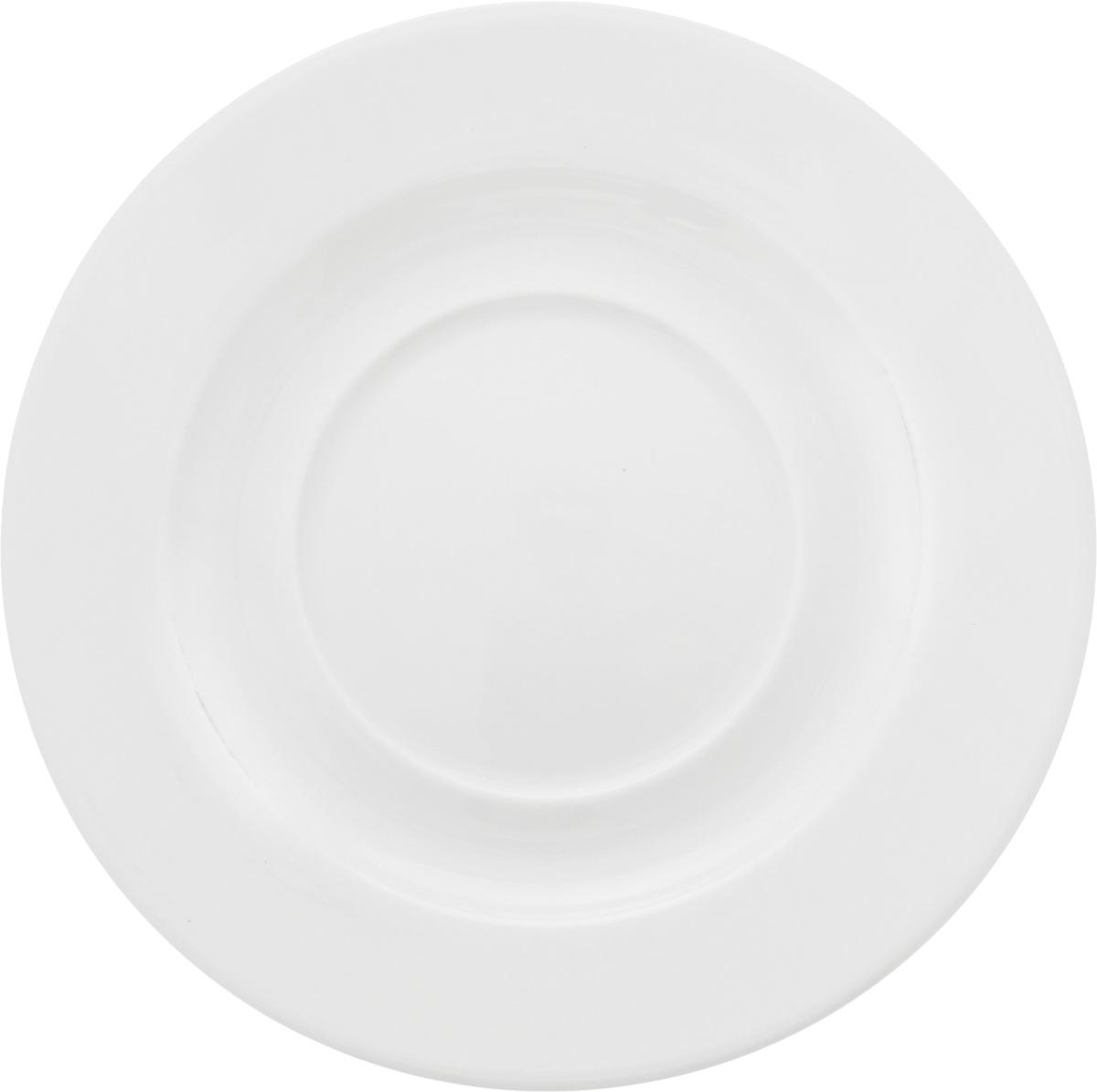 Блюдце Ariane Прайм, диаметр 16,5 смAPRARN14017Оригинальное блюдце Ariane Прайм изготовлено из фарфора с глазурованным покрытием. Изделие сочетает в себе классический дизайн с максимальной функциональностью. Блюдце прекрасно впишется в интерьер вашей кухни и станет достойным дополнением к кухонному инвентарю. Можно мыть в посудомоечной машине и использовать в микроволновой печи. Диаметр блюдца (по верхнему краю): 16,5 см. Высота блюдца: 2 см.
