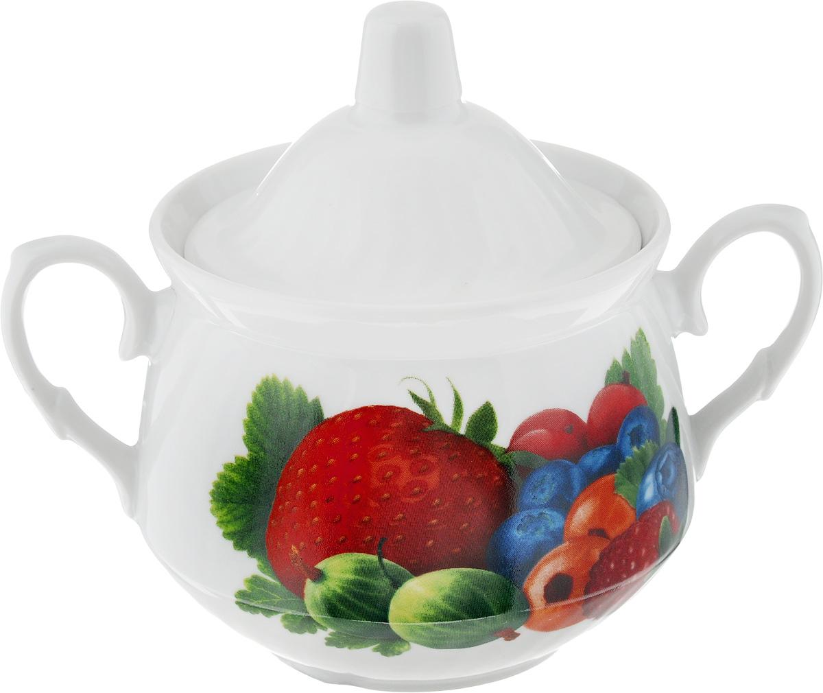 Сахарница Кирмаш. Садовые ягоды, 450 мл2С0521_садовые ягодыВеликолепная сахарница Кирмаш. Садовые ягоды, выполненная из высококачественного фарфора, оснащена крышкой и 2 ручками по бокам. Изделие украшено ярким рисунком. Эксклюзивный дизайн, эстетичность и функциональность сахарницы делают ее незаменимой на любой кухне. Диаметр сахарницы (по верхнему краю): 10 см. Высота сахарницы (без учета крышки): 9 см. Ширина сахарницы (с учетом ручек): 16 см.