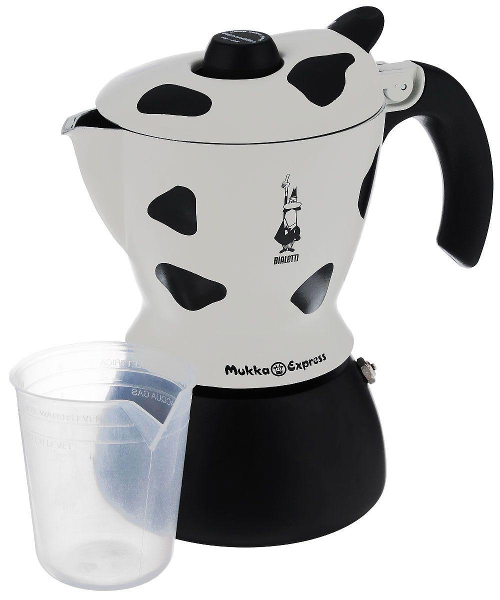 Кофеварка гейзерная Bialetti Mukka Express, цвет: черный, белый, на 2 чашки3418Компактная гейзерная кофеварка Bialetti Mukka Express изготовлена из высококачественного алюминия. Объема кофе хватает на 2 чашки. Изделие оснащено удобной ручкой из бакелита. Принцип работы такой гейзерной кофеварки - кофе заваривается путем многократного прохождения горячей воды или пара через слой молотого кофе. Удобство кофеварки в том, что вся кофейная гуща остается во внутренней емкости. Гейзерные кофеварки пользуются большой популярностью благодаря изысканному аромату. Кофе получается крепкий и насыщенный. Теперь и дома вы сможете насладиться великолепным эспрессо. Подходит для газовых, электрических и стеклокерамических плит. Нельзя мыть в посудомоечной машине. Высота (с учетом крышки): 21 см. Вместимость: 220 мл.