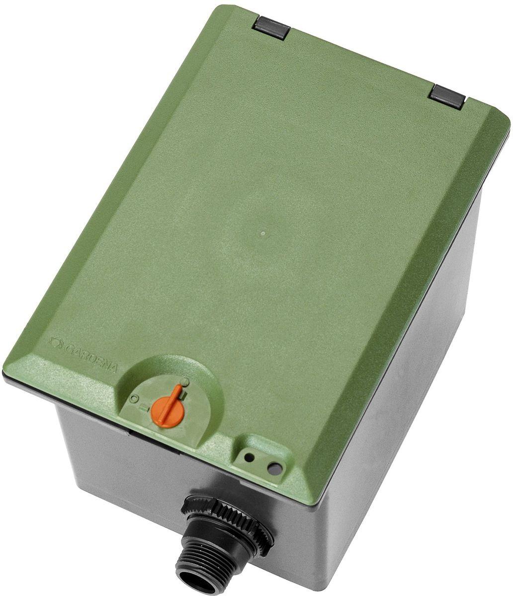 Коробка для клапана Gardena, для полива V1. 01254-29.000.0001254-29.000.00Коробка GARDENA В1 рассчитана на подземную установку одного клапана для полива 24 В (арт. 1278-20) или одного клапана для полива 9 В (арт. 1251-20). Телескопическое резьбовое соединение обеспечивает удобство монтажа/демонтажа клапана. Крышка снабжена механизмом блокировки для безопасности детей. Коробка для клапана для полива V1 GARDENA оснащена наружной резьбой 1 дюйм.