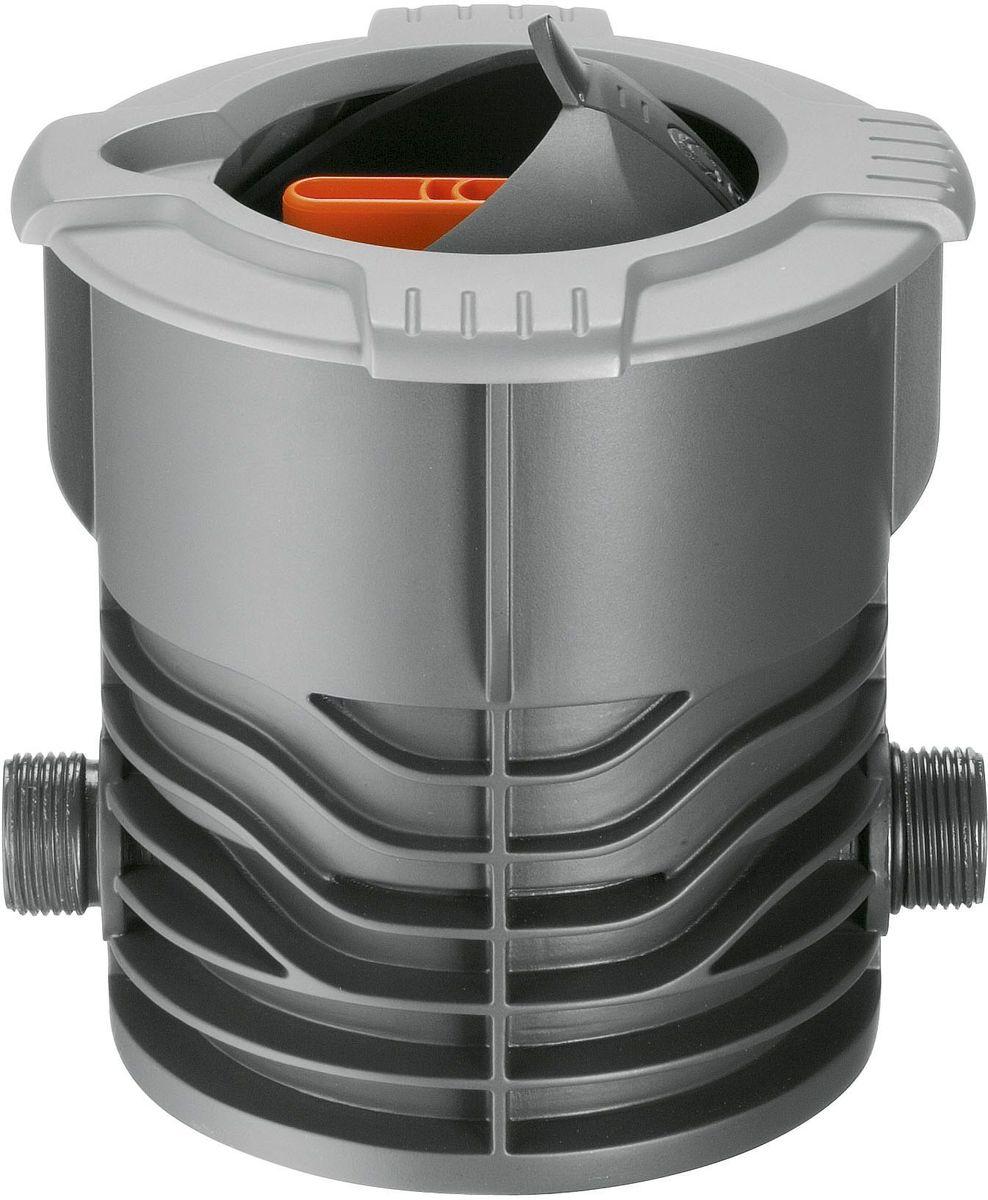 Кран запорный Gardena. 02724-20.000.0002724-20.000.00Запорный кран GARDENA, входящий в систему дождевания GARDENA Sprinklersystem, используется для ручной регулировки напора и выключения отдельных выдвижных дождевателей или групп дождевателей. Поток воды плавно регулируется и может быть полностью перекрыт. Выдвижная сферическая крышка при открытии убирается внутрь и не препятствует стрижке газона. Широкий обод не позволяет траве прорастать внутрь крышки. Съемный фильтр предотвращает загрязнение при открытой крышке. Запорный кран GARDENA имеет наружную резьбу 3/4.