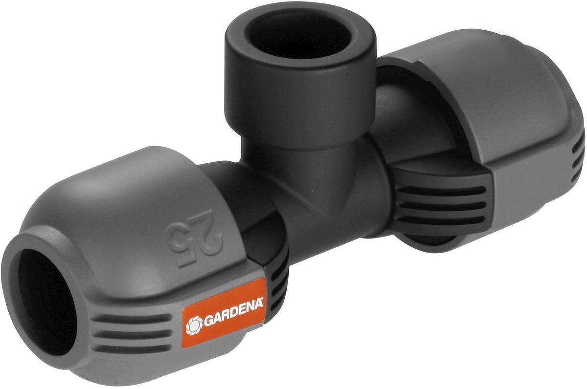 Соединитель Gardena, T-образный 25 мм x 3/4, внутренняя резьба. 02790-20.000.0002790-20.000.00Как составная часть дождевательной системы GARDENA - соединитель T-образный 25 мм x 3/4-внутренняя резьба служит для установки дренажного клапана (арт. 2760-20) по ходу подающей линии. Благодаря запатентованной технологии быстрого соединения Quick & Easy (Быстро и просто) монтаж и демонтаж трубопровода осуществляется без инструментов путем простого поворота завинчивающегося фитинга на 140°. Для безопасной работы и создания водонепроницаемого соединения резьбовое соединение Т-образного элемента является самогерметизирующимсяя.