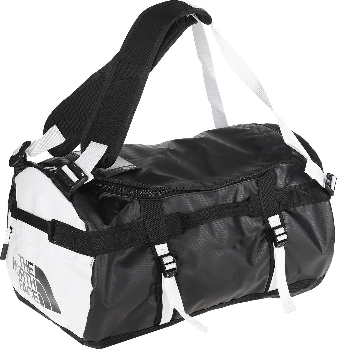 Сумка-рюкзак The North Face, цвет: черный, белый, 50 л. CWW3_KY4T0CWW3KY4Удобная экспедиционная сумка-рюкзак The North Face, вместительная модель, которая подойдет на любой жизненный случай. Изготовлена модель из сочетания водонепроницаемого баллистического нейлона и полиэстера с TPE ламинированием. Модель имеет улучшенные эргономичные плечевые лямки, новые боковые ручки, которые позволяют с удобством переносить или тащить тяжелые грузы. Основное отделение сумки застегивается на U-образную молнию с защитой от влаги. Также изделие оснащено дополнительным боковым карманом на молнии для телефона или необходимых в пути документов. Верхняя крышка сумки дополнена небольшим отделением для бейджа с персональными данными, а с внутренней стороны имеет карман на молнии из сетчатой ткани. Оформлена модель износостойким принтом с логотипом бренда.