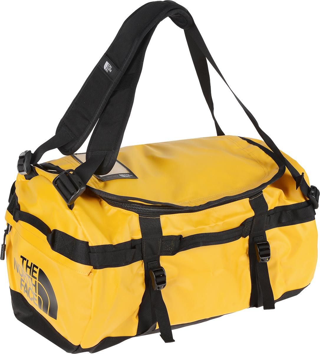 Сумка-рюкзак The North Face, цвет: желтый, 50 л. CWW3_ZU3T0CWW3ZU3Удобная экспедиционная сумка-рюкзак The North Face, вместительная модель, которая подойдет на любой жизненный случай. Изготовлена модель из сочетания водонепроницаемого баллистического нейлона и полиэстера с TPE ламинированием. Модель имеет улучшенные эргономичные плечевые лямки, новые боковые ручки, которые позволяют с удобством переносить или тащить тяжелые грузы. Основное отделение сумки застегивается на U-образную молнию с защитой от влаги. Также изделие оснащено дополнительным боковым карманом на молнии для телефона или необходимых в пути документов. Верхняя крышка сумки дополнена небольшим отделением для бейджа с персональными данными, а с внутренней стороны имеет карман на молнии из сетчатой ткани. Оформлена модель износостойким принтом с логотипом бренда.