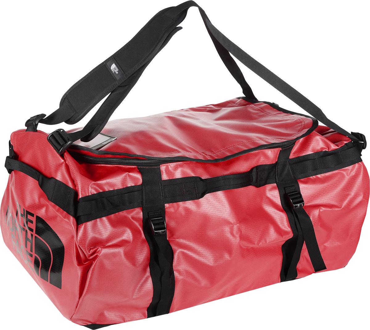 Сумка-рюкзак The North Face, цвет: красный, черный, 132 л. CWV7_KZ3T0CWV7KZ3Удобная экспедиционная сумка-рюкзак The North Face, вместительная модель, которая подойдет на любой жизненный случай. Изготовлена модель из сочетания водонепроницаемого баллистического нейлона и полиэстера с TPE ламинированием. Корпус изделия укреплен поперечными лентами с двойной отстрочкой и по бокам четырьмя лентами для утяжки. Модель имеет улучшенные эргономичные плечевые лямки, новые укрепленные боковые ручки, которые позволяют с удобством переносить или тащить тяжелые грузы. Основное отделение сумки застегивается на U-образную молнию с защитой от влаги. Верхняя крышка сумки дополнена небольшим отделением для бейджа с персональными данными, а с внутренней стороны имеет карман на молнии из сетчатой ткани. С внутренней стороны сумка дополнена накладным открытым карманом из сетчатой ткани. Оформлена модель износостойким принтом с логотипом бренда.