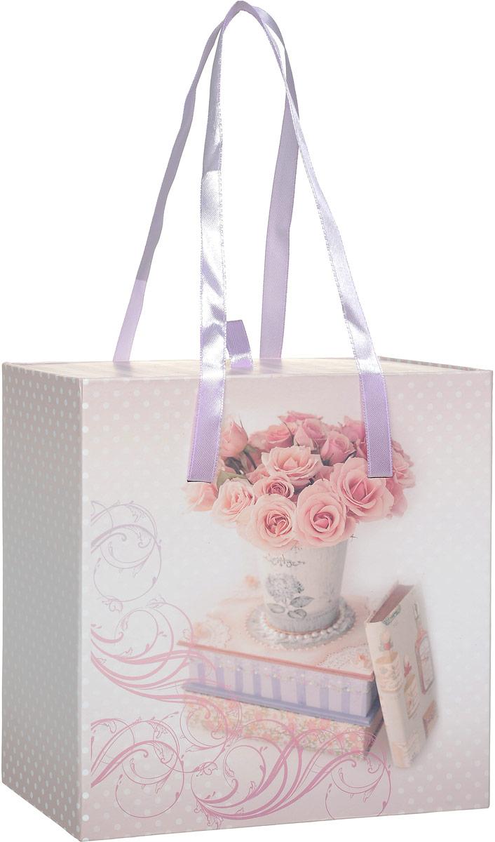 Коробка подарочная Magic Home Ваза с розами, квадратная, 18 х 18 х 9,5 см44278Подарочная коробка Magic Home Ваза с розами выполнена из мелованного ламинированного картона. Коробочка оформлена оригинальным цветочным рисунком. Изделие имеет квадратную форму и состоит из двух частей, одна из которых вставляется в другую. Внутренняя часть дополнена текстильной петлей, внешняя - длинными ручками. Подарочная коробка - это наилучшее решение, если вы хотите порадовать близких людей и создать праздничное настроение, ведь подарок, преподнесенный в оригинальной упаковке, всегда будет самым эффектным и запоминающимся. Окружите близких людей вниманием и заботой, вручив презент в нарядном, праздничном оформлении. Плотность картона: 1100 г/м2.