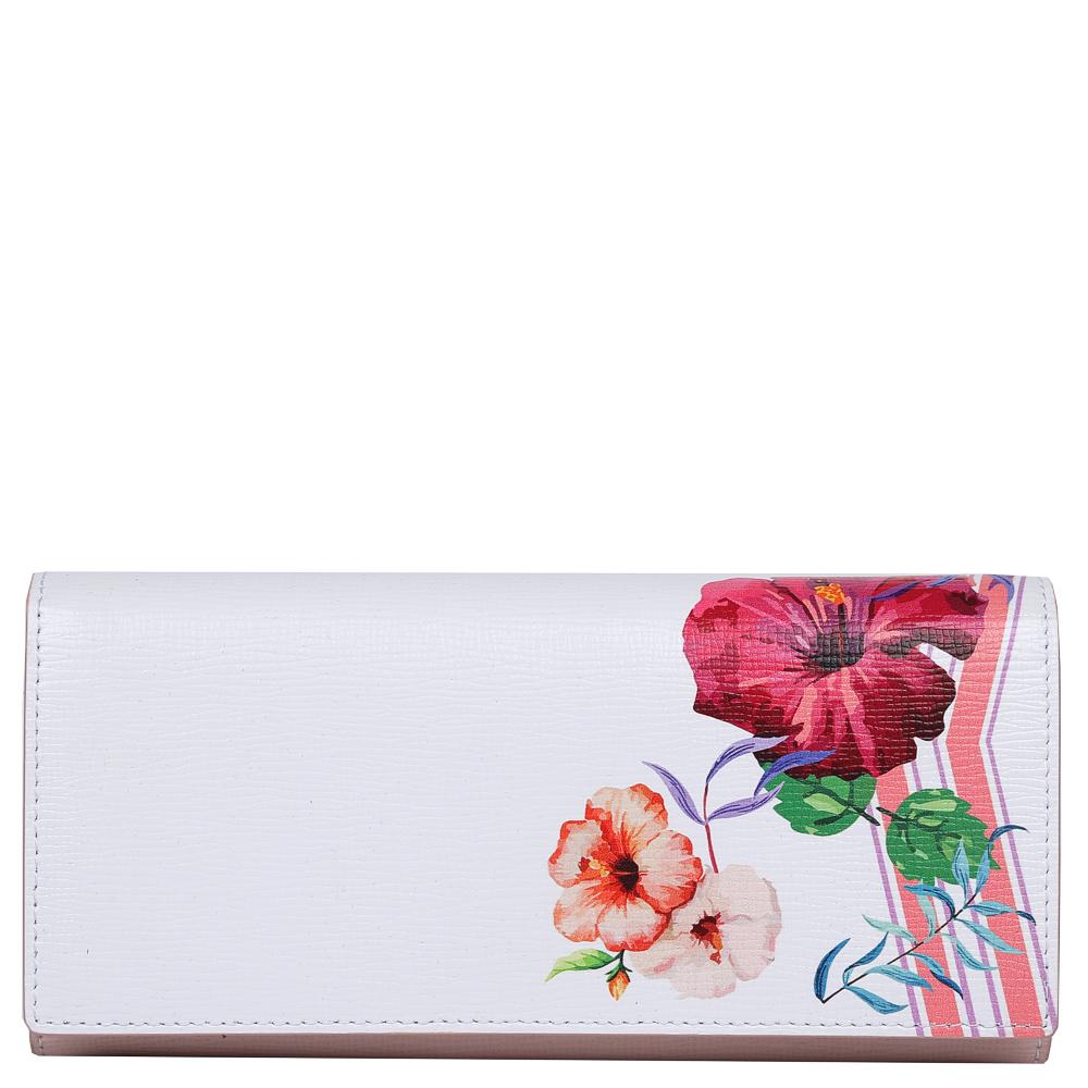 Кошелек женский Leo Ventoni, цвет: белый, розовый. L330988L330988-bianco/pinkИзысканный женский кошелек от итальянского бренда Leo Ventoni выполнен из натуральной кожи с невероятно модным и изысканным тиснением. Элегантное сочетание белого и розового оттенков, а также дизайнерский принт в виде женственных цветов превращают кошелек в элегантный аксессуар, который придется по вкусу любительницам новых тенденций моды. Внутри модели находятся 2 вместительных отделения для купюр, одно из которых закрывается на молнию. Также вы сможете разместить свои дисконтные и кредитные карты с помощью 8 карманов. На тыльной части аксессуара есть глубокий карман на молнии с металлическим поводком. Кошелек закрывается на прочную заклепку.