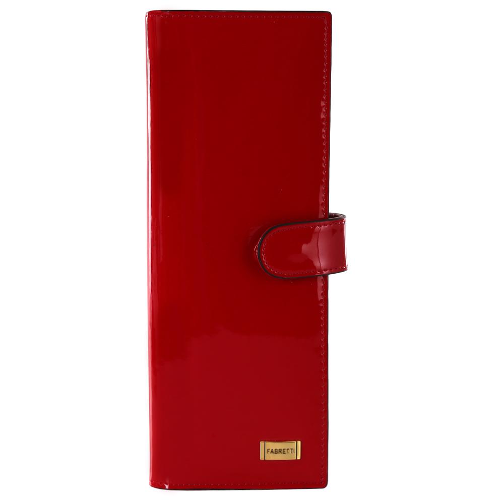Визитница женская Fabretti, цвет: красный. 8150281502-red LИзысканная и вместительная визитница от итальянского бренда Fabretti выполнена из натуральной лакированной кожи которая имеет невероятно гладкую фактуру. Фурнитура, выполненная в золотом оттенке, и насыщенный красный цвет, превращают модель в утонченный и изысканный аксессуар. Внутри 40 отделений для кредитных и дисконтных карт, а также 17 кожаных карманов.