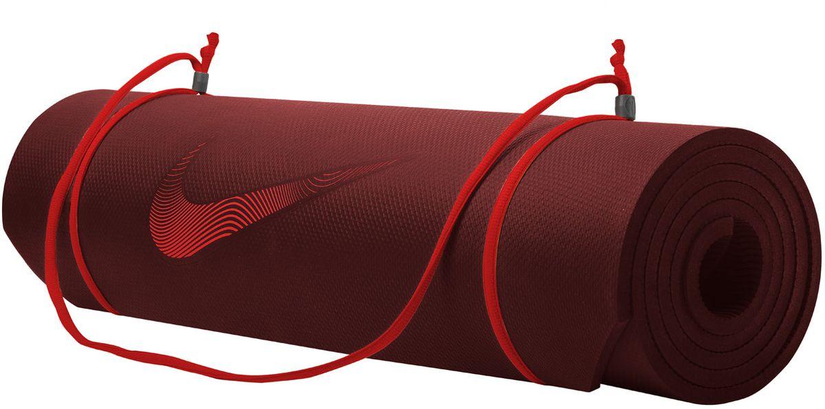 Тренировочный мат Nike Training Mat 2.0 Ns Team, цвет: бордовый, красныйN.EX.10.681.NSИдеально ровный в развернутом состоянии и легко сворачивается для компактного хранения. Толщина 8мм обеспечивает комфорт во время тренировок. Регулируемая лямка для переноски.