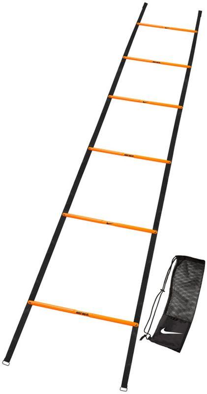 Координационная лестница Nike Speed LadderN.EX.12.829.NSПрочные, устойчивые к повреждениям ступеньки идеальны для спорт сменов всех уровней. Пластиковые вставки в боковых частях лестницы удерживают перекладины на равномерном расстоянии в течение тренировок. Несколько лестниц могут быть соединены для создания более сложных и долгих упражнений. Длина 2,74 м, 6 перекладин.