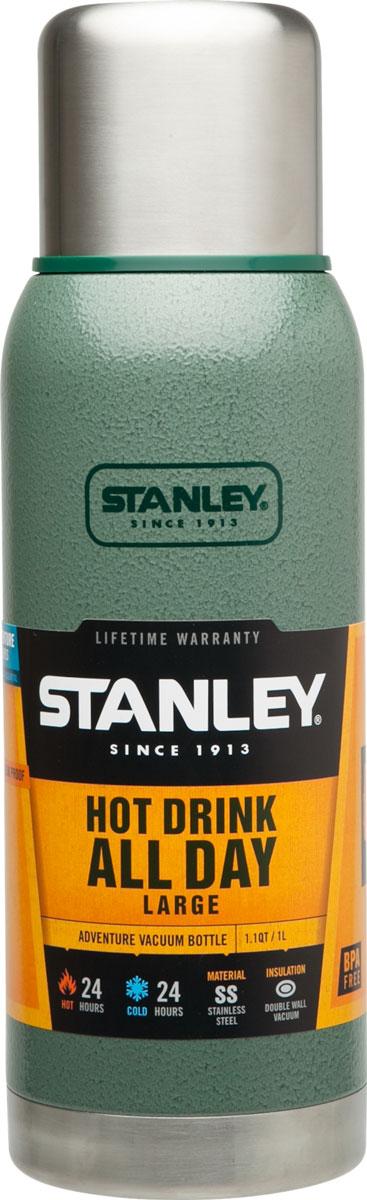 Термос Stanley Adventure, цвет: темно-зеленый, 1 л10-01570-005Герметичный термос Stanley Adventure выполнен из высококачественной нержавеющей стали. Вакуумная изоляция позволит дольше сохранить температуру вашего напитка. Крышка выполнена в виде термостакана объемом 236 мл. Слив - через поворотную пробку. Стильный функциональный термос будет незаменим в дороге, на пикнике. Его можно взять с собой куда угодно, и вы всегда сможете наслаждаться горячим домашним напитком. Время удержания тепла: 24 часа. Время удержания холода: 24 часа. Время хранения напитков со льдом: 120 часов. Объем термоса: 1 л.