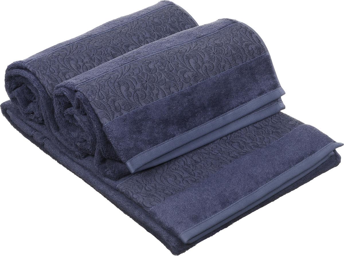 Набор полотенец Issimo Home Valencia, цвет: темно-синий, 70 х 140 см, 3 шт00000004898Полотенца из бамбука только издали похожи на обычные. На самом деле, при первом же прикосновении Вы ощутите насколько эти полотенца мягкие и нежные! Таким полотенцем не нужно вытираться - только коснитесь кожи - и ткань сама все впитает! Такая ткань впитывает в 3 раза лучше, чем хлопок! Набор из маленьких полотенец-салфеток очень практичен – он станет незаменимым в дороге и в путешествиях. Кроме того, это хороший, красивый и изысканный сувенир для всех, кому хочется подарить подарок. Лицевые и банные полотенца выполнены в наиболее оптимальных размерах и плотности – несмотря на богатую плотность и высокую петлю полотенец, они быстро сохнут, остаются легкими даже при намокании. Коллекция бамбуковых полотенец имеет красивый жаккардовый бордюр, выполненный с орнаментом в цвет полотенец.
