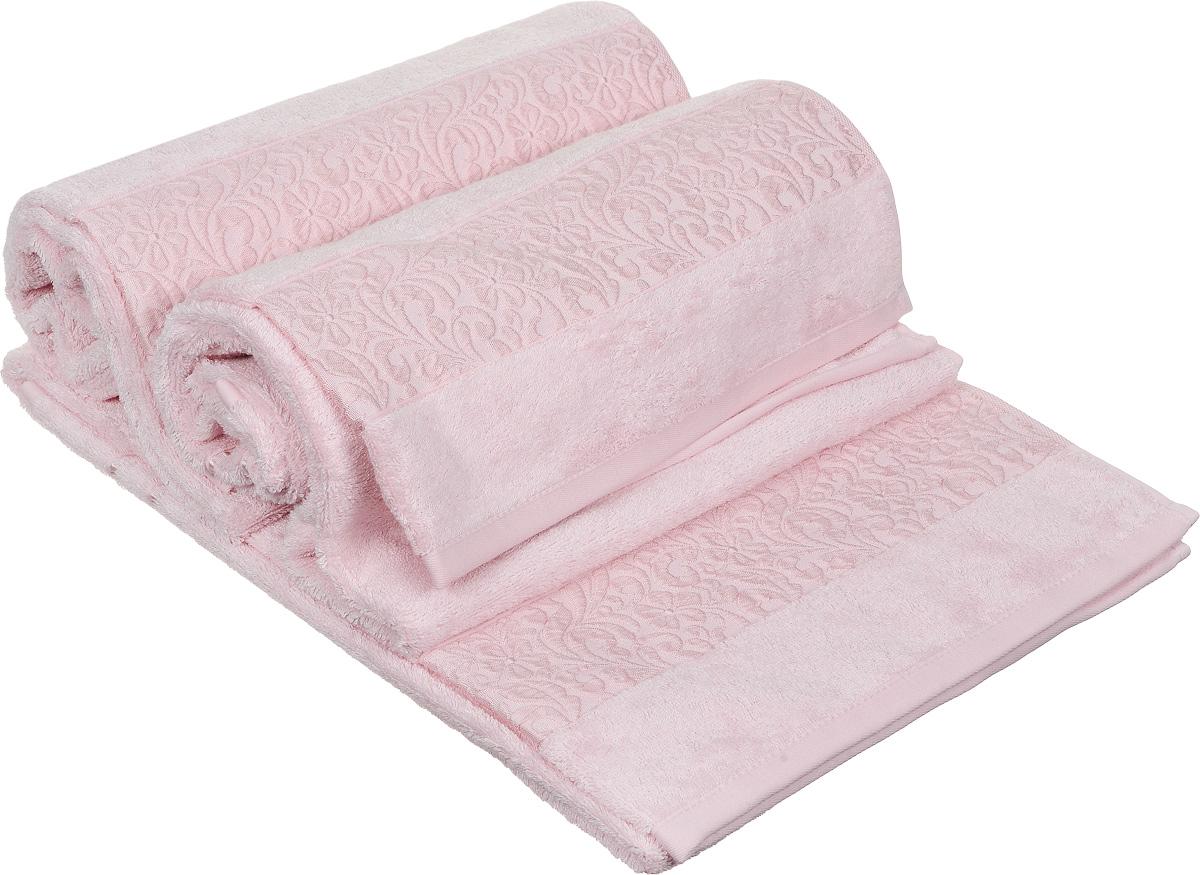 Набор полотенец Issimo Home Valencia, цвет: розовый, 70 х 140 см, 3 шт00000004838Набор Issimo Home Valencia состоит из 3 банных полотенец, выполненных из бамбука с добавлением хлопка. Красивый жаккардовый бордюр с цветочным орнаментом выполнен в цвет полотенец. Полотенца из бамбука только издали похожи на обычные. На самом деле, при первом же прикосновении вы ощутите, насколько эти полотенца мягкие и нежные. Таким полотенцем не нужно вытираться: только коснитесь кожи, и ткань сама все впитает. Такая ткань впитывает в 3 раза лучше, чем хлопок. Несмотря на богатую плотность и высокую петлю полотенца быстро сохнут, остаются легкими даже при намокании.