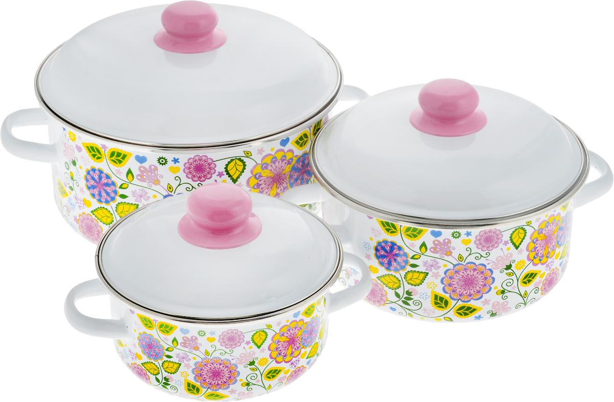 Набор посуды СтальЭмаль Цветочная фантазия, 6 предметов. 1КВ081М1КВ081МНабор посуды СтальЭмаль Цветочная фантазия, состоящий из трех кастрюль с крышками, изготовлен из высококачественной стали с эмалированным покрытием. Эмаль защищает сталь от коррозии, придает посуде гладкую поверхность и надежно защищает от кислот и щелочей. А также она устойчива к пищевым кислотам, не вступает во взаимодействие с продуктами и не искажает их вкусовые качества. Внутренняя поверхность идеально ровная, что значительно облегчает мытье. Стальная основа практически не подвержена механической деформации, благодаря чему срок эксплуатации увеличивается. Кастрюли оснащены крышками, выполненными из стали с эмалированным покрытием. Внешняя поверхность изделий оформлена цветочным принтом. Крышки плотно прилегают к краям кастрюль, сохраняя аромат блюд, и имеют удобные пластиковые ручки. Подходят для газовых, электрических, индукционных и керамических плит. Можно мыть в посудомоечной машине. Высота стенок кастрюль: 8 см, 10 см, 12 см. ...