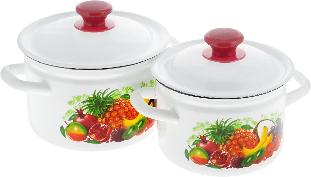 Набор посуды КМК Эквадор-1, 4 предметаЭквадор-1Набор посуды КМК Эквадор-1, состоящий из двух кастрюль с крышками, изготовлен из высококачественной стали с эмалированным покрытием. Эмаль защищает сталь от коррозии, придает посуде гладкую поверхность и надежно защищает от кислот и щелочей. А также она устойчива к пищевым кислотам, не вступает во взаимодействие с продуктами и не искажает их вкусовые качества. Внутренняя поверхность идеально ровная, что значительно облегчает мытье. Стальная основа практически не подвержена механической деформации, благодаря чему срок эксплуатации увеличивается. Кастрюли оснащены крышками, выполненными из стали с эмалированным покрытием. Внешняя поверхность изделий оформлена красочным рисунком. Крышки плотно прилегают к краям кастрюль, сохраняя аромат блюд, и имеют удобные пластиковые ручки. Подходят для газовых, электрических и керамических плит. Можно мыть в посудомоечной машине. Высота стенок кастрюль:11,5 см, 12,5 см. Диаметр кастрюль (по...