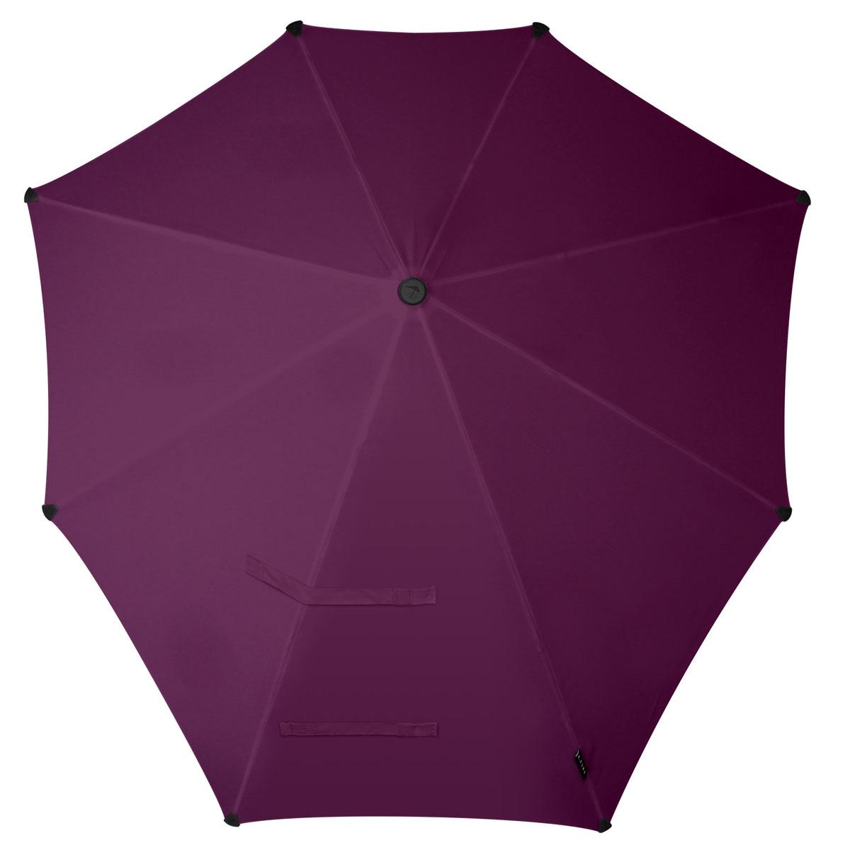 Зонт-трость Senz, цвет: фиолетовый. 20110702011070Инновационный противоштормовый зонт-трость, выдерживающий любую непогоду. Входит в коллекцию urban breeze, разработанную в соответствии с современными течениями fashion-индустрии. Зонт Senz отлично дополнит образ, подчеркнет индивидуальность и вкус своего обладателя. Форма купола продумана так, что вы легко найдете самое удобное положение на ветру – без паники и без борьбы со стихией. Закрывает спину от дождя. Благодаря своей усовершенствованной конструкции, зонт не выворачивается наизнанку даже при сильном ветре. Модель Senz Original выдержала испытания в аэротрубе со скоростью ветра 100 км/ч. Характеристики: - тип — трость - выдерживает порывы ветра до 100 км/ч - УФ-защита 50+ - удобная мягкая ручка - безопасные колпачки на кончиках спицах - в комплекте прочный чехол из плотной ткани с лямкой на плечо - гарантия 2 года Размер купола: 90 х 87 см, длина в сложенном виде - 79 см. Весит 440 г.
