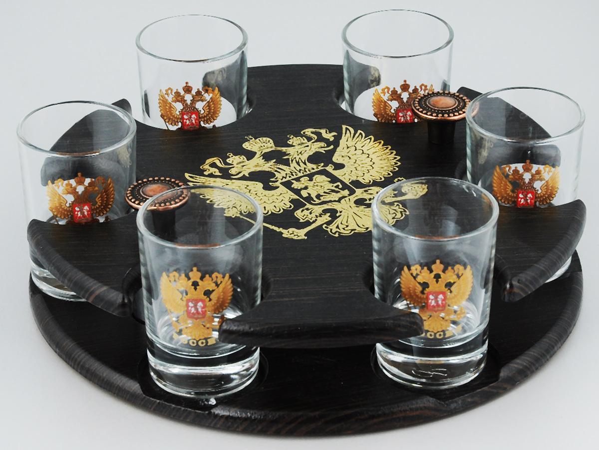 Набор стопок Мусатов Герб, на подставке, 7 предметов03-111Набор Мусатов Герб состоит из 6 стопок и деревянной подставки. Стопки, изготовленные из высококачественного натрий-кальций-силикатного стекла, оформлены красивым зеркальным покрытием и оригинальным орнаментом. Такой набор прекрасно дополнит праздничный стол и станет желанным подарком в любом доме. Стопки разрешается мыть в посудомоечной машине. Диаметр стопки: 4,5 см. Высота стопки: 6,5 см. Диаметр подставки: 21,5 см. Высота подставки: 5 см.