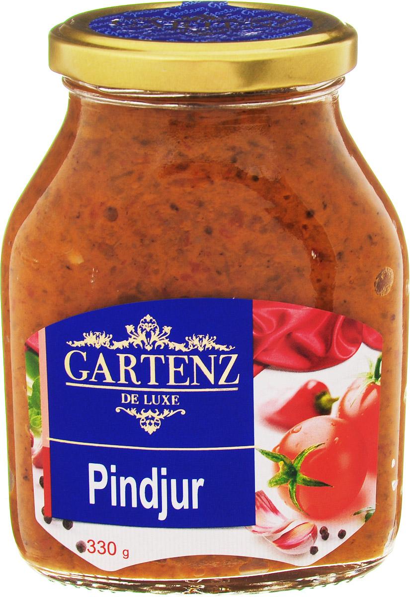 Gartenz de Luxe пинджур, 330 гоаа003Овощной деликатес из печеного красного перца, баклажанов и томатов приготовлен по традиционным рецептам балканской кухни. Идеально подойдет для легкого завтрака, быстрой закуски или позднего ужина. Продукция под торговой маркой Gartenz de Luxe ориентирована на удовлетворение самых изысканных вкусовых предпочтений. Овощные деликатесы Gartenz de Luxe объединяют в себе уникальную рецептуру, использование отборных овощей, отсутствие искусственных добавок, и яркий, контрастный дизайн. Строгий отбор и непрерывный тщательный контроль сырья опытными специалистами, в сочетании с высокими технологиями производства, позволяют поддерживать стабильно высокое качество всей линейки Gartenz de Luxe. Перец и баклажаны, используемые для производства овощных закусок Gartenz de Luxe выращиваются в Македонии. Перед приготовлением овощи очищаются, обжигаются на открытом огне и режутся на кусочки. Процесс приготовления происходит при низких температурах (50 С), что позволяет максимально сохранить...