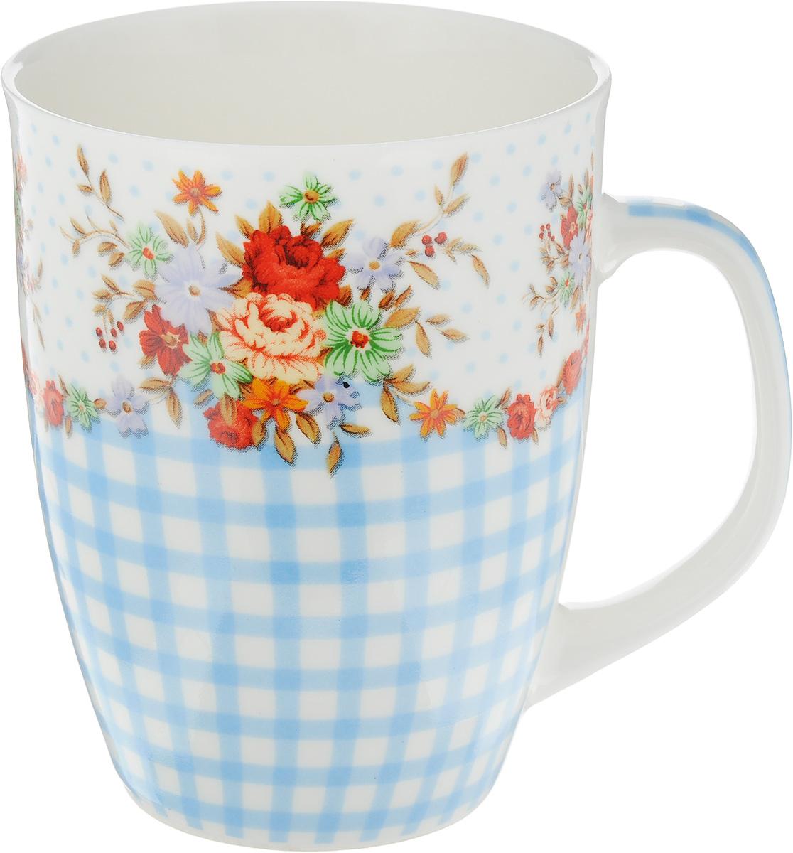 Кружка Loraine Цветы, цвет: белый, голубой, красный, 340 мл25977_белый, голубой, красныйКружка Loraine Цветы изготовлена из прочного качественного костяного фарфора. Изделие оформлено красочным рисунком. Благодаря своим термостатическим свойствам, изделие отлично сохраняет температуру содержимого - морозной зимой кружка будет согревать вас горячим чаем, а знойным летом, напротив, радовать прохладными напитками. Такой аксессуар создаст атмосферу тепла и уюта, настроит на позитивный лад и подарит хорошее настроение с самого утра. Это оригинальное изделие идеально подойдет в подарок близкому человеку. Диаметр (по верхнему краю): 8 см. Высота кружки: 10,5 см.