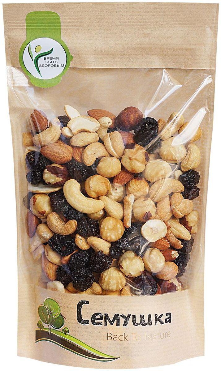 Изюм (виноград сушеный, консервант Е220, подсолнечное масло), жареные ядра орехов Миндаля, Фундука, Кешью.