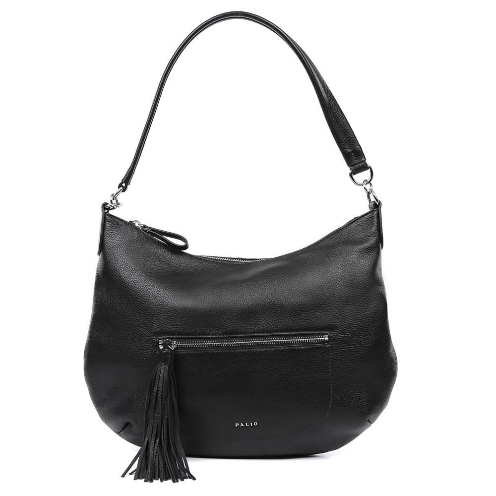 Сумка женская Palio, цвет: черный. 15101A-01815101A-018Изысканная сумка-мешок от итальянского бренда Palio выполнена из натуральной кожи, которая имеет мягкую и нежную фактуру. Классический черный цвет и стильная фурнитура под серебро придают модели нотки весенне-летнего шарма и очарования, поэтому прекрасно дополнят как классический, так и романтический образ. Дизайнерский кисточка- брелок, который украшает лицевую часть сумки, с легкостью подчеркнет ваш уникальный и неповторимый вкус. Сумка имеет одно вместительное отделение, где Вы сможете разместить любые папки и документы формата А4. Также внутри аксессуара вы с легкостью расположите свой сотовый телефон и другие женские мелочи за счет удобных карманов. На тыльной стороне модели дизайнеры разместили вместительный карман, который закрывается на стильную молнию с кожаным поводком.