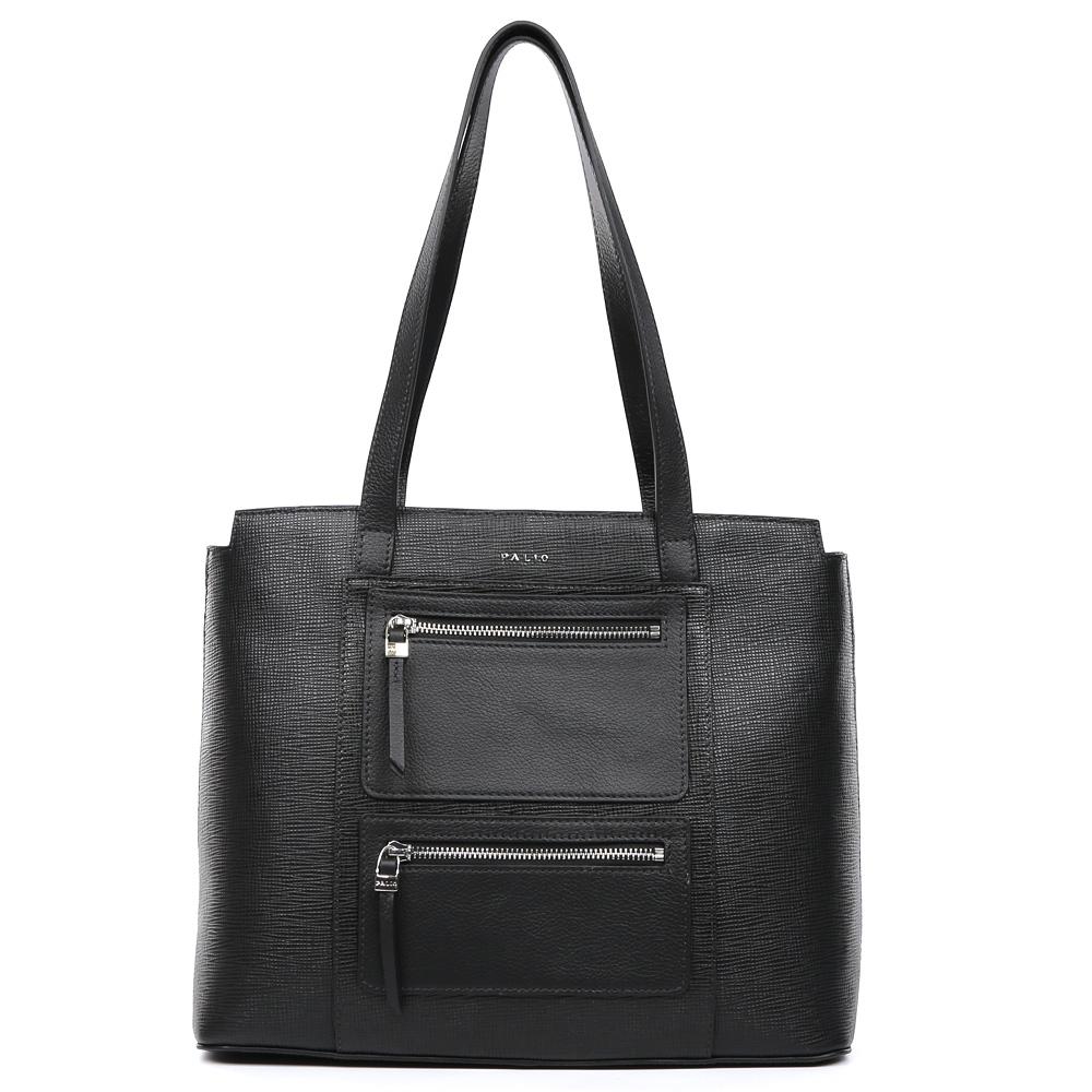 Сумка женская Palio, цвет: черный. 15103A-W1-018/01815103A-W1-018/018 blackКлассическая женская сумка от итальянского бренда Palio выполнена из натуральной плотной кожи, которая держит форму и имеет мягкую и приятную на ощупь фактуру. Классический черный цвет и фурнитура в серебряном оттенке придают изделию неповторимую изысканность и элегантность. Дизайнерская комбинация тиснения сафьяно и пористой кожи, а также модные карманы предназначены для тех, кто предпочитает утонченные и стильные аксессуары, которые прекрасно подойдут как для бизнес-встреч, так и для прогулок по городу. На тыльной части сумки дизайнеры расположили удобный карман на молнии с длинным кожаным поводком. Сумка имеет одно внутреннее отделение, которое разделяется карманом на два глубоких отсека. Дизайнеры позаботились и об удобстве аксессуара: на внутренних боковых стенках они разместили карманы для различных женских мелочей. Изделие с легкостью вмещает документы и папки формата A4.