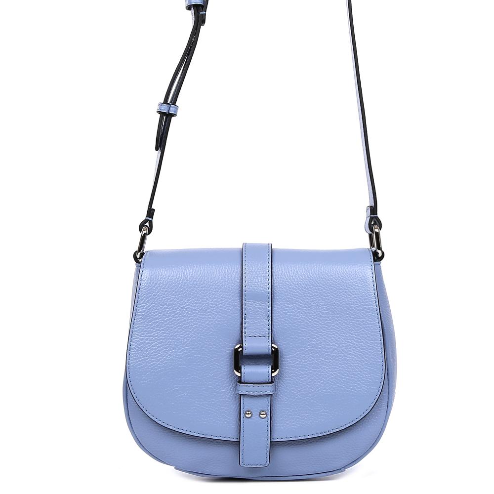 Сумка женская Palio, цвет: синий. 15105A-W1-814/81415105A-W1-814/814 l.blueСтильная женская сумка кросс-боди Palio выполнена из натуральной плотной кожи, которая держит форму и имеет мягкую и приятную на ощупь фактуру. Элегантный светло-васильковый оттенок и лаконичный дизайн, - все это поможет дополнить и завершить ваш элегантный образ. Аккуратная тонкая ручка и стильный ремень на лицевой части изделия превращают модель в роскошный аксессуар, который понравится всем любительницам как классических, так и современных стилей. Кросс-боди имеет одно вместительное отделение, которое закрывается на прочный магнитный замок. Внутри сумки вы с легкостью сможете расположить свой сотовый телефон и другие женские мелочи с помощью удобных карманов. Модель не вмещает формат A4, длина ручки регулируется.