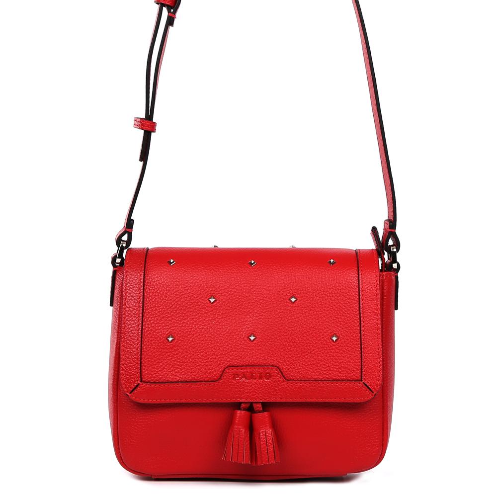 Сумка женская Palio, цвет: красный. 14980A1-W1-335/33514980A1-W1-335/335 redСтильная женская сумка кросс-боди Palio выполнена из натуральной пористой кожи, которая держит форму и имеет мягкую фактуру. Насыщенный красный цвет, кожаный брелок-кисточка и изысканная россыпь гвоздиков-хольнитенов помогут дополнить и завершить ваш элегантный образ. Аккуратная тонкая ручка и черная кожаная строчка превращают модель в роскошный аксессуар, подходящий для любительниц как классических, так и современных стилей. Кросс-боди имеет одно вместительное отделение, которое закрывается на прочную молнию. Внутри сумки вы с легкостью сможете расположить свой сотовый телефон и другие женские мелочи с помощью удобных карманов. Модель не вмещает формат A4, длина ручки регулируется.