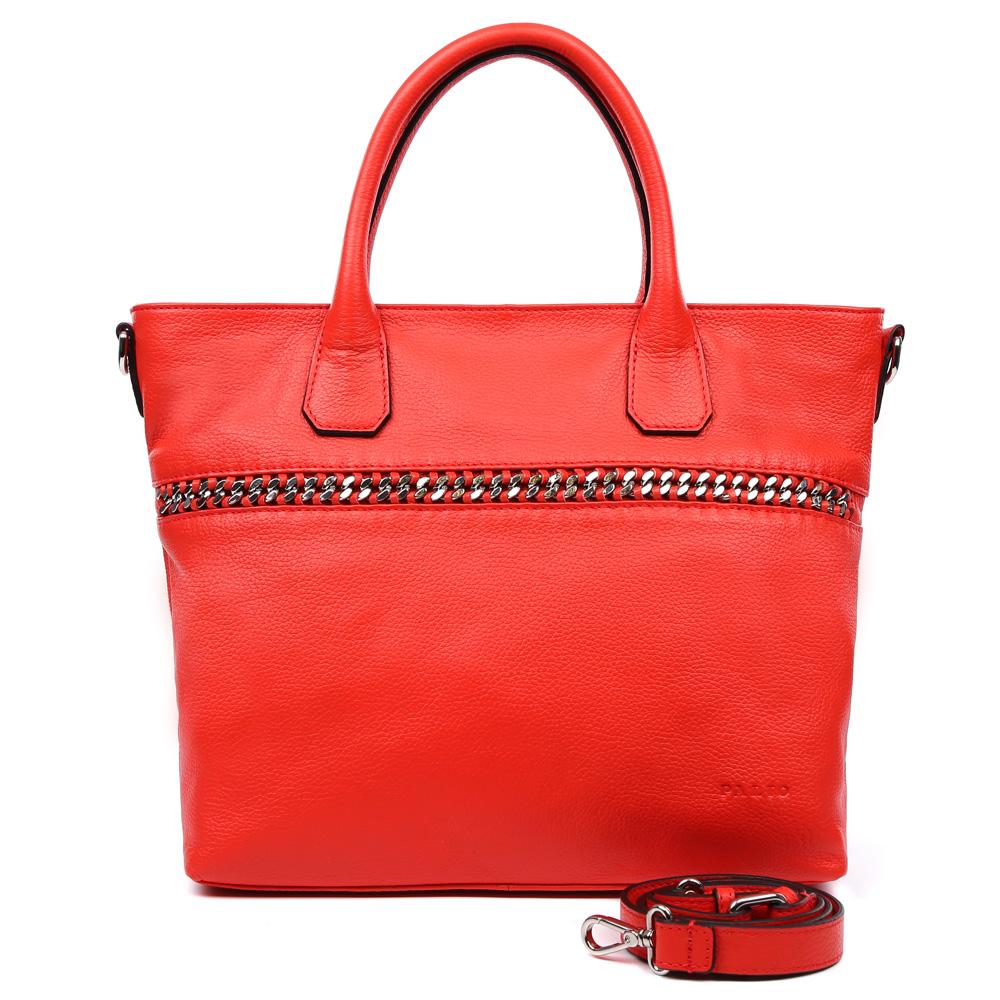 Сумка женская Palio, цвет: красный. 14998A3-35314998A3-353 redЭлегантная женская сумка Palio выполнена из натуральной плотной кожи, которая держит форму и имеет пористую фактуру. Если вы любите роскошный, но не вычурный стиль, эта модель создана специально для вас. Насыщенный красный цвет, лаконичный дизайн и стильная металлическая вставка - все это придаст любому образу нотки современности и яркости. Фурнитура выполненная в серебряном цвете и кожаные поводки завершают дизайн модели, делая его ультрасовременным, но в тоже время очень женственным. Сумка имеет одно вместительное отделение, которое разделено карманом на молнии, вы с легкостью сможете носить с собой нужные папки и документы формата A4. Внутри аксессуара вы расположите свой сотовый телефон и другие женские мелочи за счет удобных карманов. На тыльной стороне дизайнеры разместили вместительный карман, который закрывается на стильную молнию со стальным поводком. В комплекте аксессуар имеет тонкий кожаный ремень, с помощью которого, вы сможете стать самой неотразимой и стильной как на...