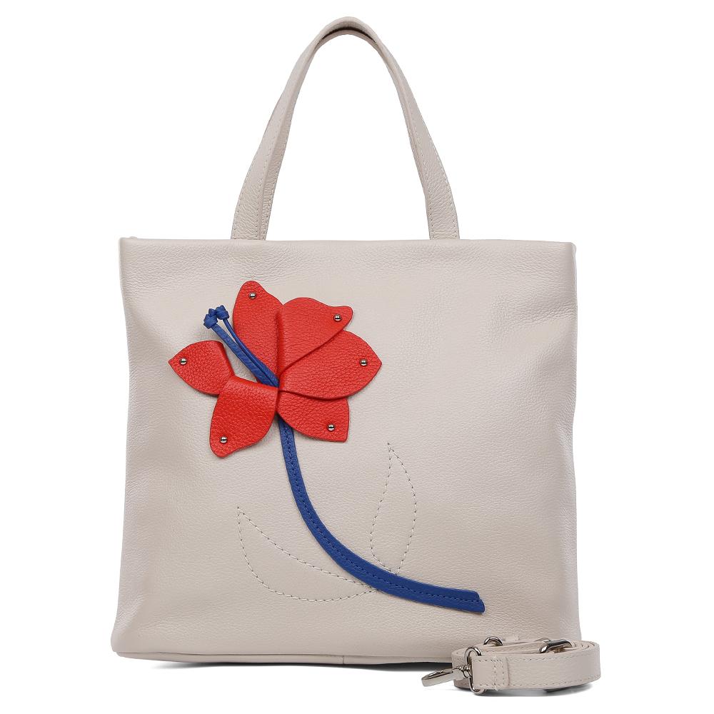 Сумка женская Palio, цвет: бежевый. 15168A-W1-112/35315168A-W1-112/353Элегантная женская сумка Palio выполнена из натуральной пористой кожи, которая имеет невероятно мягкую и приятную фактуру. Женственный светло-бежевый оттенок подойдет к любой цветовой гамме и прекрасно дополнит как классический, так и современный образ. Дизайнерская аппликация в виде изящного цветка с легкостью подчеркнет ваш уникальный стильный вкус! Сумка имеет одно внутреннее отделение, которое закрывается молнией с кожаным поводком. Дизайнеры позаботились и об удобстве аксессуара: на внутренних боковых стенках они разместили карманы для различных женских мелочей. На тыльной части сумки расположен карман на молнии, аксессуар вместителен, поэтому вы сможете носить с собой папки и документы формата A4.