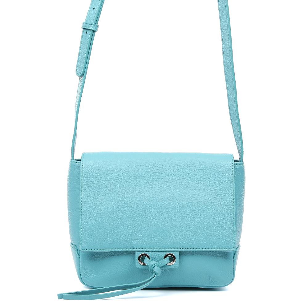 Сумка женская Palio, цвет: голубой. 15043A-W1-863/81215043A-W1-863/812 turgСтильная женская сумка кросс-боди от итальянского бренда Palio выполнена из натуральной пористой кожи, которая держит форму и имеет мягкую фактуру. Эксклюзивный модный бирюзовый оттенок и стильный кожаный поводок помогут дополнить и завершить ваш элегантный образ. Аккуратная тонкая ручка и яркий кожаный брелок превращают модель в роскошный аксессуар, подходящий для любительниц как классических, так и современных стилей. Кросс-боди имеет одно вместительное отделение, которое закрывается на прочную молнию. Внутри сумки вы с легкостью сможете расположить свой сотовый телефон и другие женские мелочи с помощью удобных карманов. Модель не вмещает формат A4, длина ручки регулируется.