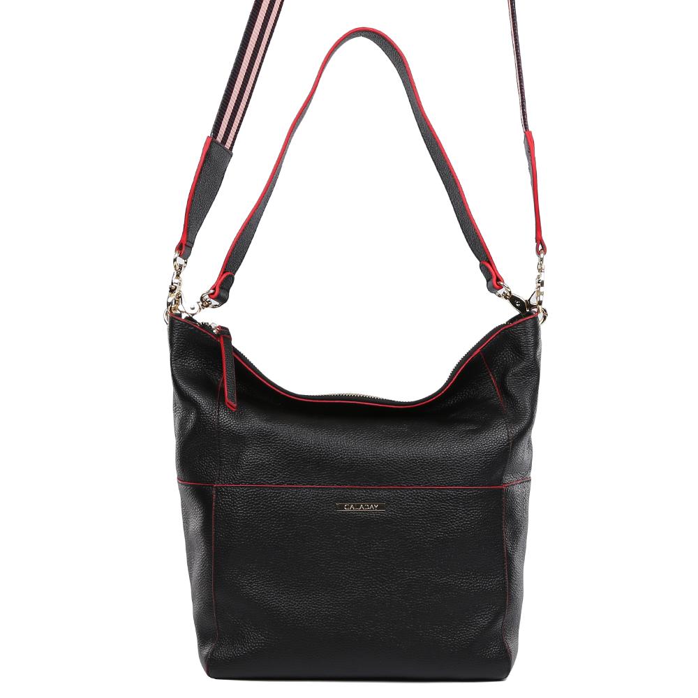 Сумка женская Galaday, цвет: черный. GD7113AGD7113A-blackЭлегантная женская сумка Galaday изготовлена из качественной натуральной кожи. Модель с одним отделением закрывается на молнию. Отделение разделено карманом-средником на застежке-молнии. Внутри отделения имеются дополнительные карманы. Сумка оснащена ручкой и удобной широкой лямкой.