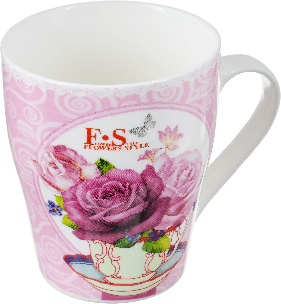Кружка Loraine Цветы цвет: розовый, 340 мл24448_розовыйКружка Loraine Цветы изготовлена из прочного качественного костяного фарфора. Изделие оформлено красочным изображением цветов. Благодаря своим термостатическим свойствам, изделие отлично сохраняет температуру содержимого - морозной зимой кружка будет согревать вас горячим чаем, а знойным летом, напротив, радовать прохладными напитками. Такой аксессуар создаст атмосферу тепла и уюта, настроит на позитивный лад и подарит хорошее настроение с самого утра. Это оригинальное изделие идеально подойдет в подарок близкому человеку. Диаметр (по верхнему краю): 8,2 см. Высота кружки: 9,5 см.