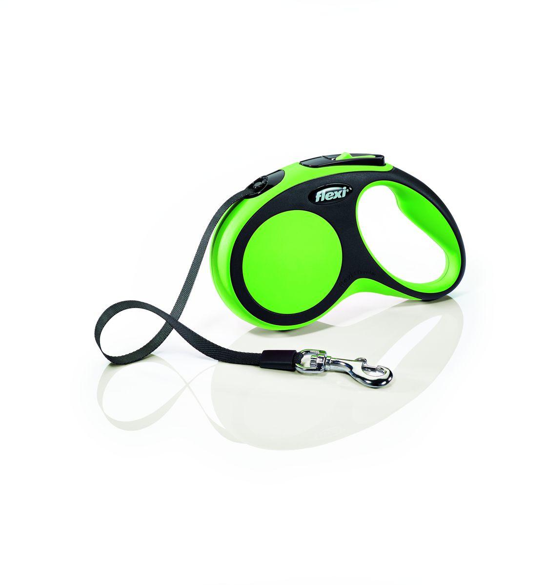 Поводок-рулетка Flexi New Comfort S, лента, для собак весом до 15 кг, цвет: черный, зеленый, 5 м28124Ленточный поводок-рулетка обеспечивает собаке свободу движения, что идет на пользу здоровью и радует Вашего четвероногого друга. Рулетка очень проста в использовании. Оснащена кнопками кратковременной и постоянной фиксации. Рулетку можно оснастить - мультибоксом для лакомств или пакетиков для сбора фекалий, LED подсветкой корпуса. Прочный корпус, хромированная застежка и светоотражающие элементы. Лента поводка автоматически сматывается и поводок в процессе использования не провисает, не касается грунта и таким образом не пачкается и не перетирается. Поводок не нужно подбирать руками когда питомец подошел ближе, таким образом Ваши руки всегда чистые. Максимальный вес питомца: 15 кг Длина: 5 м