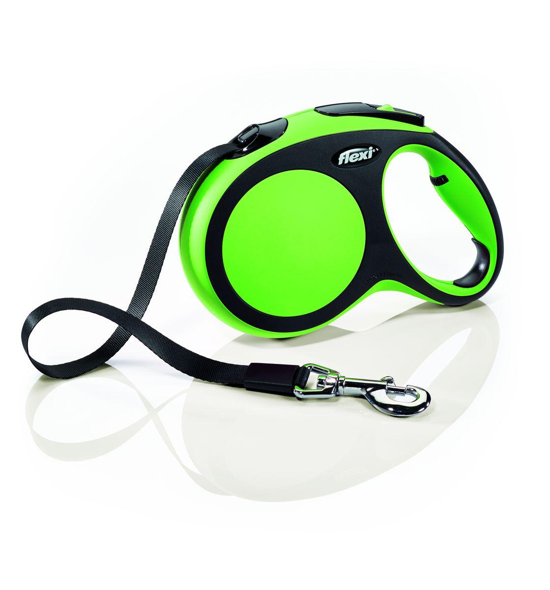 Поводок-рулетка Flexi New Comfort L, лента, для собак весом до 60 кг, цвет: черный, зеленый, 5 м28322Ленточный поводок-рулетка обеспечивает собаке свободу движения, что идет на пользу здоровью и радует Вашего четвероногого друга. Рулетка очень проста в использовании. Оснащена кнопками кратковременной и постоянной фиксации. Рулетку можно оснастить - мультибоксом для лакомств или пакетиков для сбора фекалий, LED подсветкой корпуса. Прочный корпус, хромированная застежка и светоотражающие элементы. Лента поводка автоматически сматывается и поводок в процессе использования не провисает, не касается грунта и таким образом не пачкается и не перетирается. Поводок не нужно подбирать руками когда питомец подошел ближе, таким образом Ваши руки всегда чистые. На рукоятке имеется регулировка размера для адаптации под размер руки Максимальный вес питомца: 50 кг Длина: 5 м