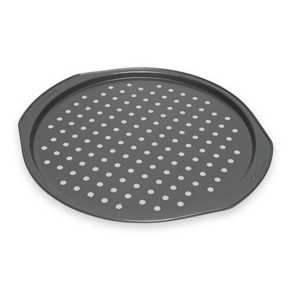 Форма для пиццы Dosh Home Fornax, с отверстиями, диаметр 33 см300113Форма замечательна для приготовления домашней хрустящей пиццы. На дне формы имеются отверстия, которые служать для быстрого пропекания теста. Форма имеет высококачественное антипригарное покрытие, которое препятствует пригоранию. Форма прекрасно подходит для всех типов плит, можно мыть в посудомоечной машине.