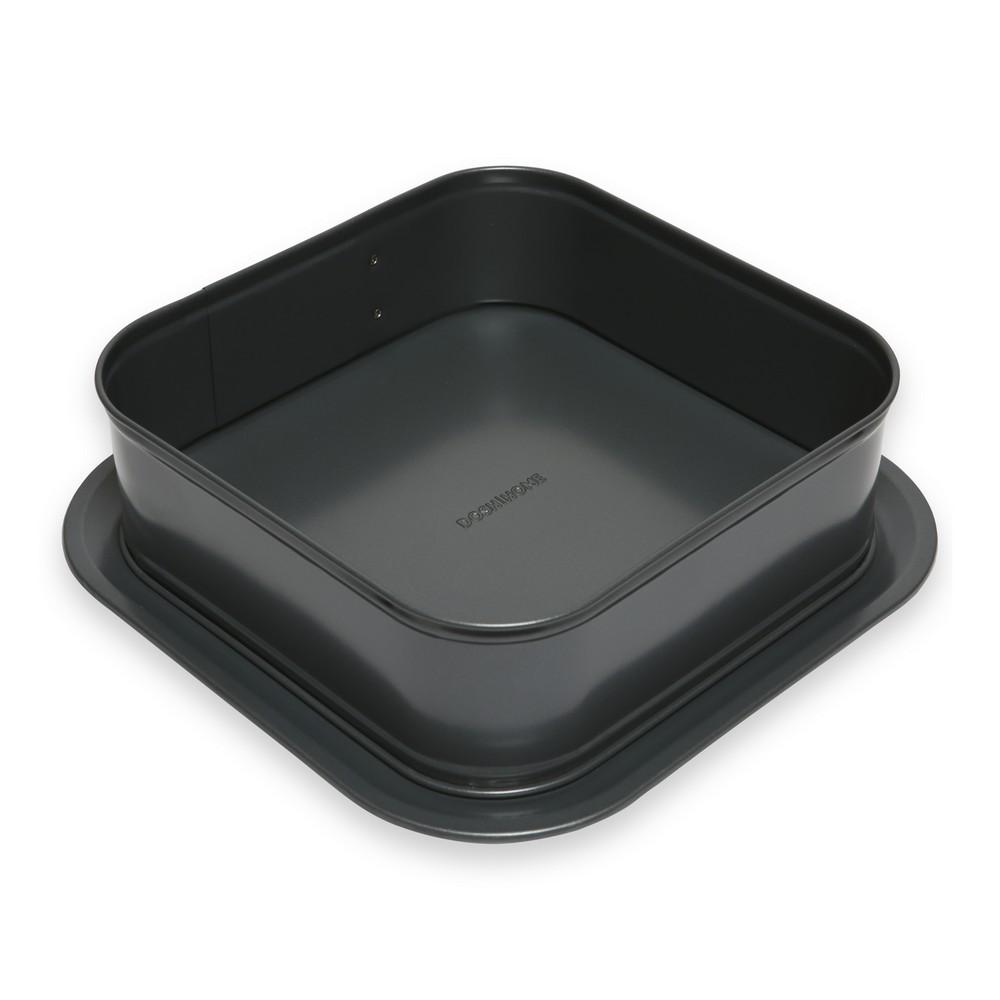 Форма для торта Dosh Home Fornax, раскладная, квадратная, 24 х 24 см300121Форма идеально подходит для приготовления торта или пирога, имеет очень прочное антипригарное покрытие, которое препятствует пригоранию. Широкое съёмное дно, с увеличенными краями, препятствует вытеканию массы из формы. Это позволяет легко украшать и сервировать торт или пирог. Подходит для электрических, газовых и конвекционных духовок. Можно мыть в посудомоечной машине.