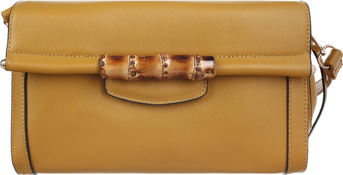 Сумка женская Stella Mazarini, цвет: горчичный. LK-1925-1BLK-1925-1BУльтрамодная женская сумка Stella Mazarini - лучший выбор для романтичных натур, девушек, ценящих современный стиль и элегантность. Сумка изготовлена из высококачественной искусственной кожи и декорирована фактурным тиснением, стильным фирменным брелоком с гравировкой в виде названия бренда. Лицевая сторона оформлена оригинальным декоративным элементом из бамбука, стилизованным под ручку. Изделие закрывается широким клапаном на металлическую кнопку. Внутреннее отделение, разделенное средником на застежке-молнии, содержит два накладных кармана для мелочей и мобильного телефона и врезной карман на застежке-молнии. Сумка оснащена съемным плечевым ремнем на карабинах. Изделие упаковано в текстильный чехол. Изысканная сумка займет достойное место среди вашей коллекции аксессуаров.