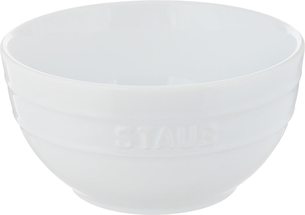 Миска Staub, цвет: белый, диаметр 17 см40511-128Миска Staub изготовлена из глины, покрытой эмалью из стеклянного порошка. Изделие очень функциональное, оно пригодится на кухне для самых разнообразных нужд: в качестве салатника, миски, тарелки. Можно мыть в посудомоечной машине. Можно использовать в духовке, микроволновой печи и морозильной камере. Диаметр миски (по верхнему краю): 17 см. Высота стенки: 9 см. Объем: 1,2 л.