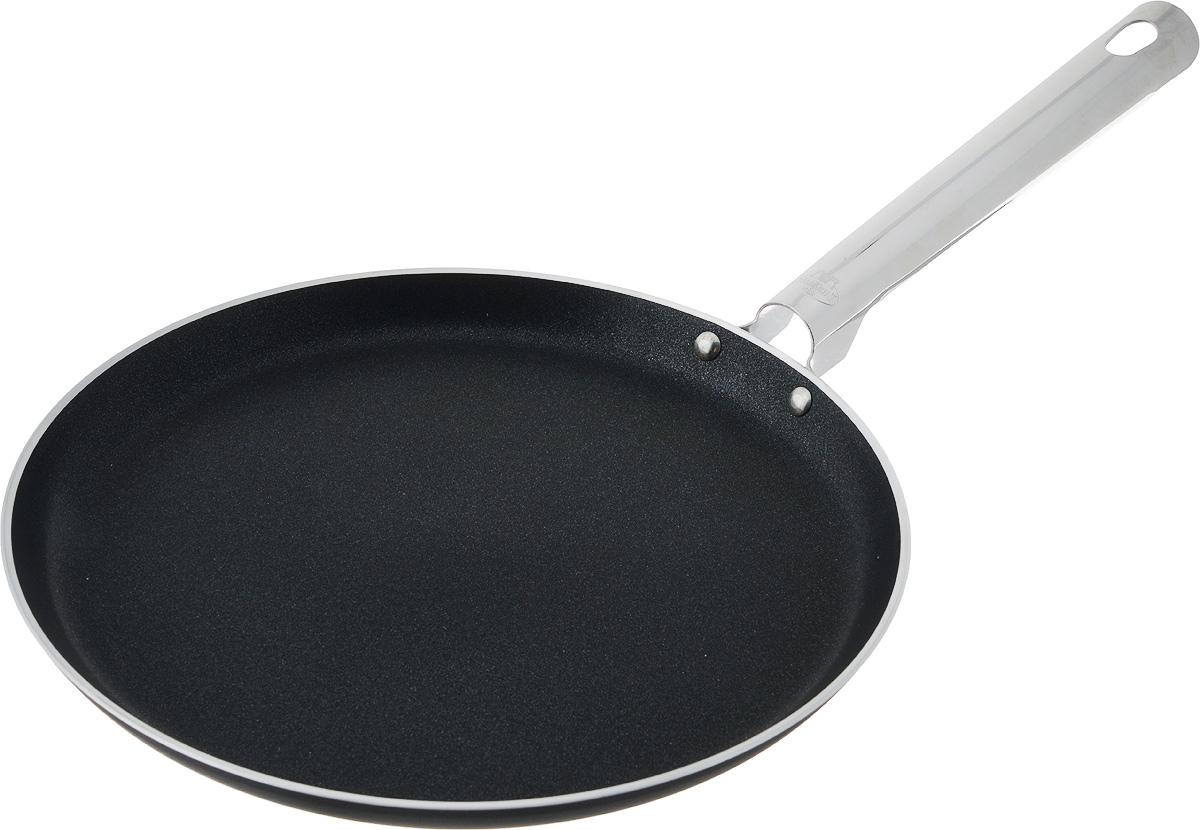 Сковорода блинная Ballarini Rialto, с антипригарным покрытием. Диаметр 25 см932080.25Блинная сковорода Ballarini Rialto выполнена из алюминия и имеет современное внутреннее антипригарное покрытие. Покрытие экологично, не содержит фтора, исключает пригорание даже при отсутствии масла, устойчиво к царапинам и повреждениям. Стальная несъемная ручка не скользит в руке и приятна на ощупь. Сковорода подходит для всех типов плит, кроме индукционных. Можно мыть в посудомоечной машине. Можно использовать в духовке до 160С. Диаметр сковороды: 25 см. Высота стенки: 2 см. Длина ручки: 19,5 см.