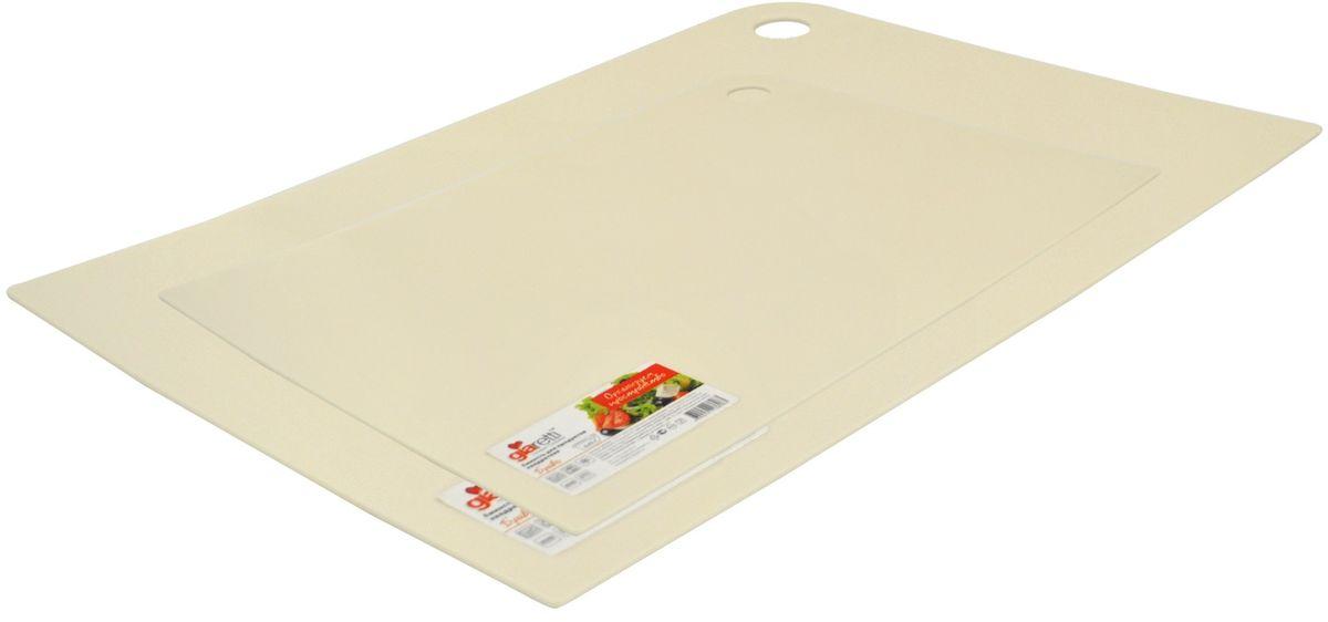 Набор разделочных досок Giaretti Delicato, цвет: сливочный, 2 предметаGR1884СЛМаленькие и большие, под хлеб или сыр, овощи или мясо. Разделочных досок много не бывает. Giaretti предлагает новинку – гибкие доски. Преимущества: не скользит по поверхности стола - Вы можете резать продукты и не отвлекаться на мелочи; удобно использовать - на гибкой доске Вы сможете порезать продукты, согнув доску переложить их в блюдо и не рассыпать содержимое; легкие доски займут мало места на Вашей кухне; легко моются в посудомоечной машине; 2 оптимальных размера досок позволят Вам порезать небольшой кусок сыра или нашинковать много овощей. Вы можете купить доску как штучно, так и в наборе, и максимально эффективно организовать пространство на кухне.