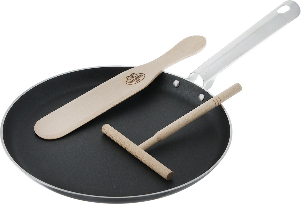 Сковорода блинная Ballarini, с антипригарным покрытием, с шпателем и лопаткой, диаметр: 25 см20205A.25Набор для блинов состоит из сковороды для блинов с антипригарным покрытием, лопатки и распределителя теста. Лопатка и шпатель выполнены из дерева. что не дает испортит покрытие сковородки долгое время. Сковорода выполнена из алюминия и имеет современное внутреннее антипригарное покрытие. Сковорода подходит для использования во всех видах плит, кроме индукционных. Удобная ручка позволит легко передвигать или переносить сковородку, отличающуюся лёгкостью благодаря алюминиевому материалу, не скользит и приятная на ощупь, позволяет использовать сковороду в духовке. Использовать в духовке до 160С. Сковорода для блинов пригодна для мытья в посудомоечной машине. Прекрасное приобретение или замечательный подарок хозяйке. Диаметр сковороды: 25 см, Длина ручки: 19 см, Высота стенки: 2 см, Размер лопатки (без рабочей поверхности): 15,5 х 1,2 х 1,2 см, Размер рабочей поверхности лопатки: 11 х 1,2 х 1,2 см, Размер шпателя:...